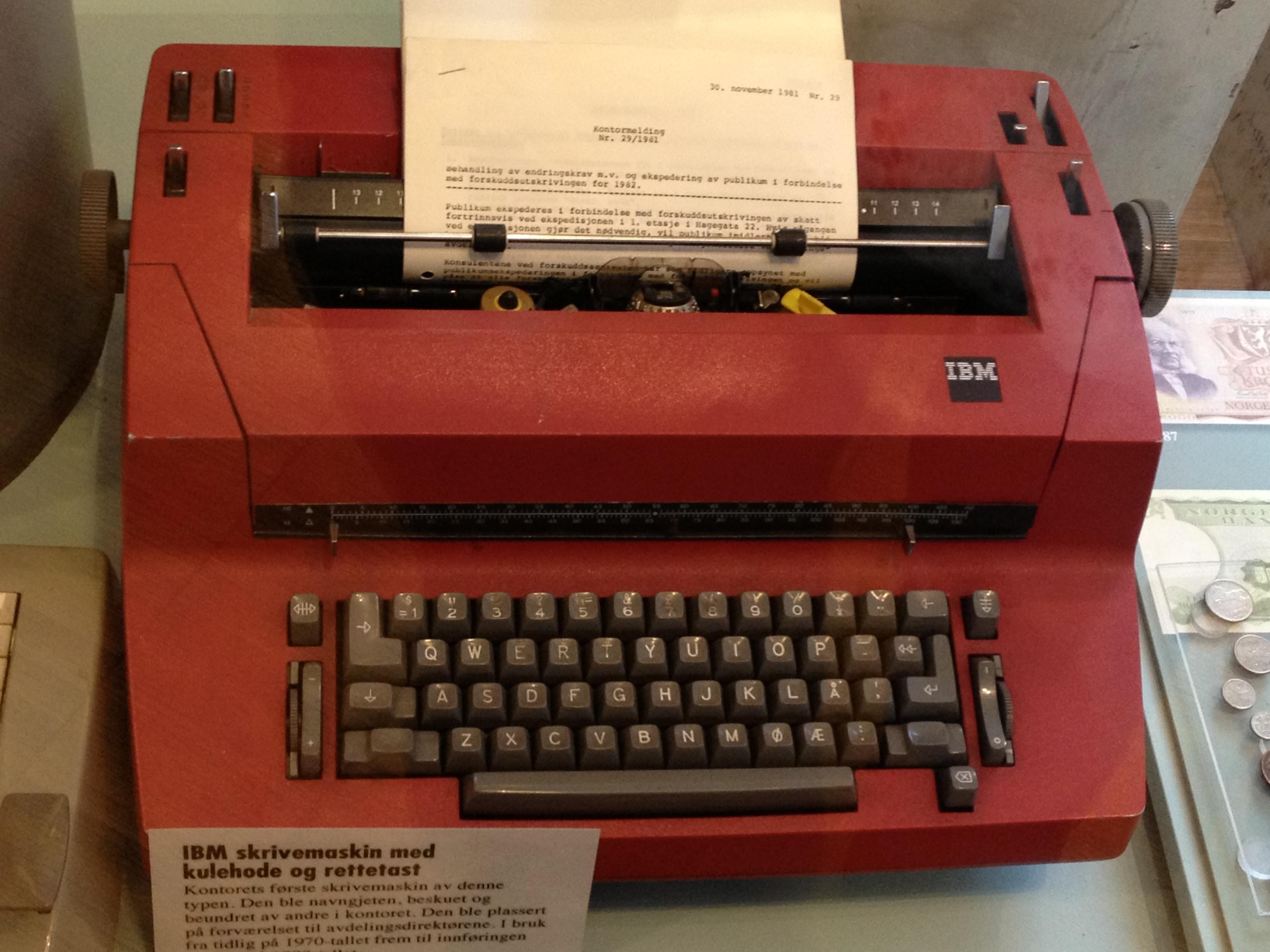 Bilderesultat for bilder av skrivemaskiner