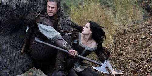 Chris Hemsworth og Kristen Stewart i Snow White and the Huntsman