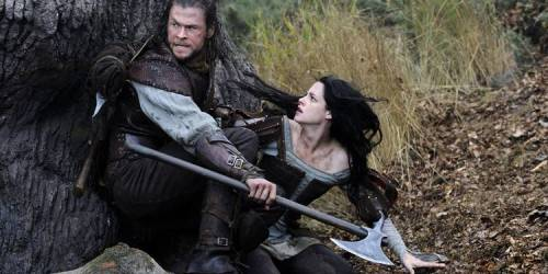Chris Hemsworth og Kristen Stewart i Snow White and the Huntsman
